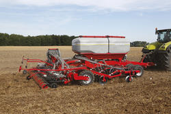 Strip Till Machine Horsch Focus TD: Primary soil cultivation, seeds and fertilisation in one crossing. (manufacturer's picture)